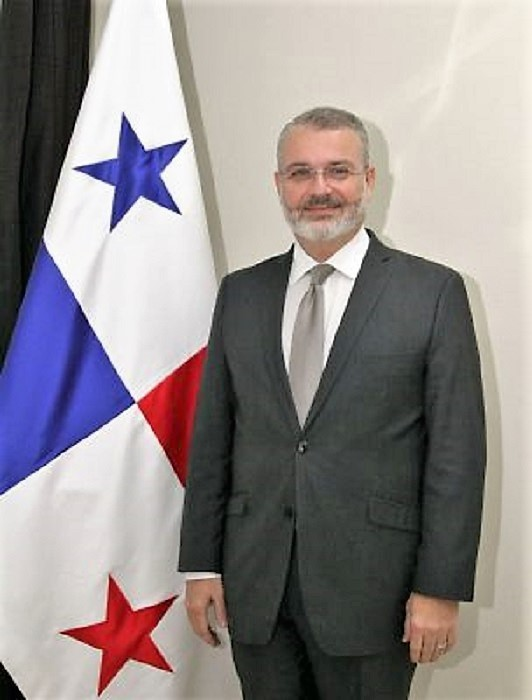 Milton Cohen-Henríquez, en la foto oficial de la Embajada de Panamá en Madrid.