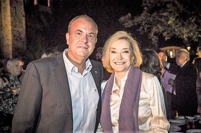 Monago -con la Espert en la gala-, no desaprovechó la oportunidad para fotografiarse con las celebrities que trajo a gastos pago. JUNTAEX