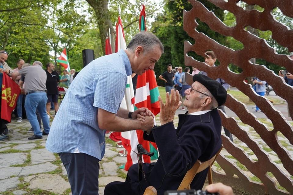 El lehendakari, Iñigo Urkullu, con José Moreno.