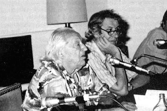 José Monleón y Rafael Alberti en Mérida, en 1986.