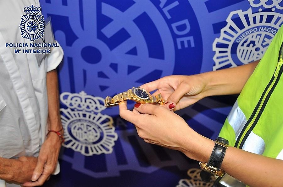 Los ladrones elegían a personas portadoras de relojes y joyas valiosas. CNP