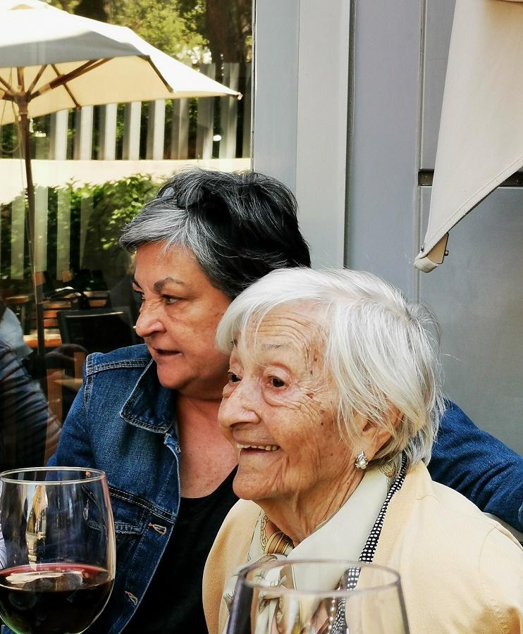 Ascensión Mendieta y su hija Chon, que consiguieron la recuperación de los restos de su padre y abuelo.