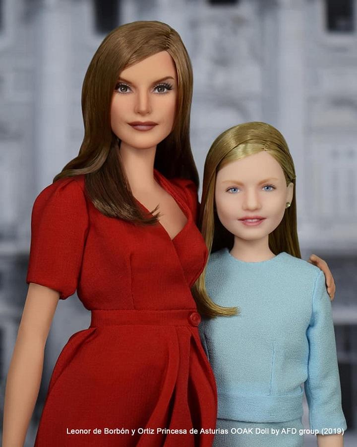La reina y su hija. El parecido que consiguen los dos artistas rusos es extraordinario. AFD-Group