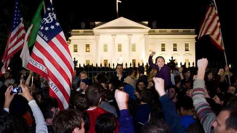 Manifestación de alegría ante la Casa Blanca, que fue objetivo terrorista frustrado, por la muerte de Bin Laden en 2011. TVE