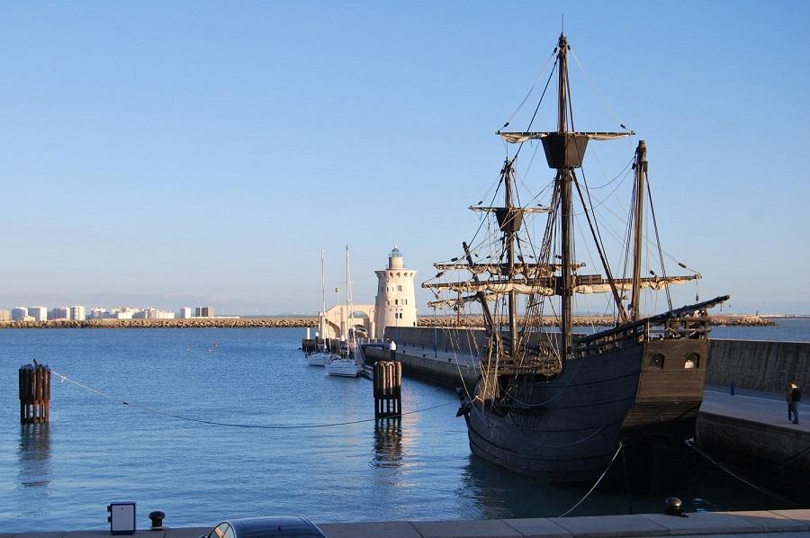 Recreación de la nao Victoria, la única que regresó, atracada en Puerto Sherry. J.M. PAGADOR