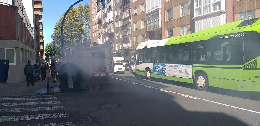 Contenedores quemados y retenciones de tráfico en Portugalete. PAGADOR-PROPRONews