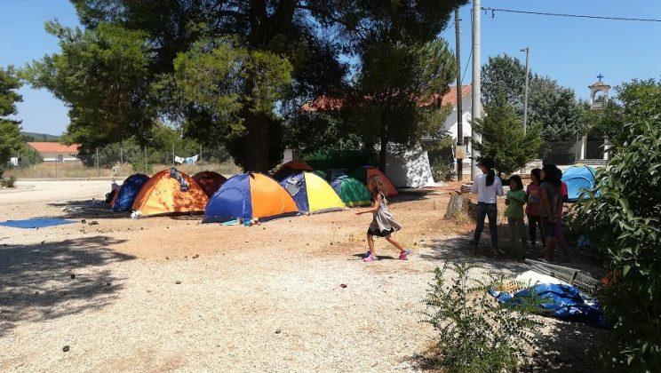 La absoluta precariedad de los campos griegos.