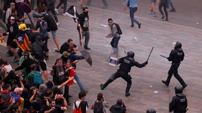 Los Mossos, reprimen las protestas de manera contundente y eficaz. RTVE