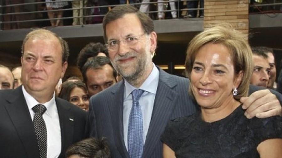 Monago retiró la demanda de divorcio de su esposa cuando supo que gobernaría. Aquí en su toma de posesión. EFE