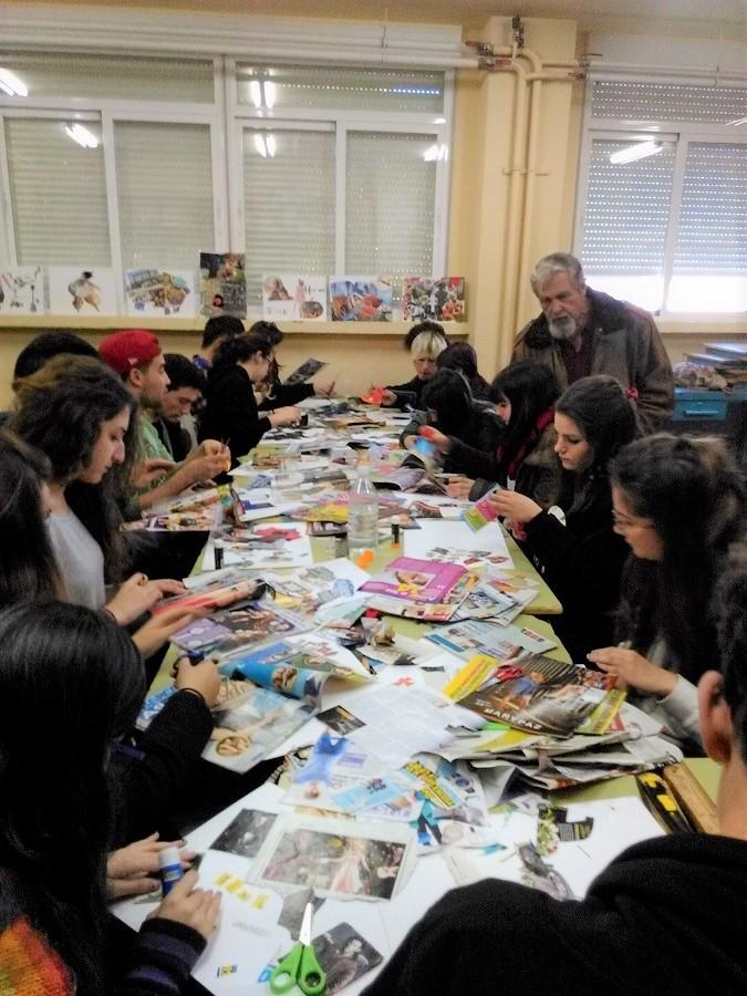Impartiendo un taller sobre el Collage. La actividad docente del artista es intensa.
