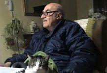 Jimy, el gato, en el regazo del autor.