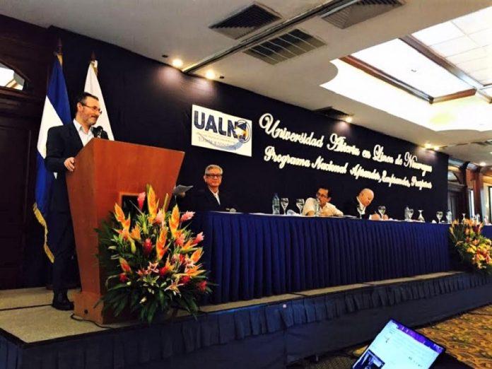 Presentación de la Universidad Abierta en Línea de Nicaragua con el ministro responsable.