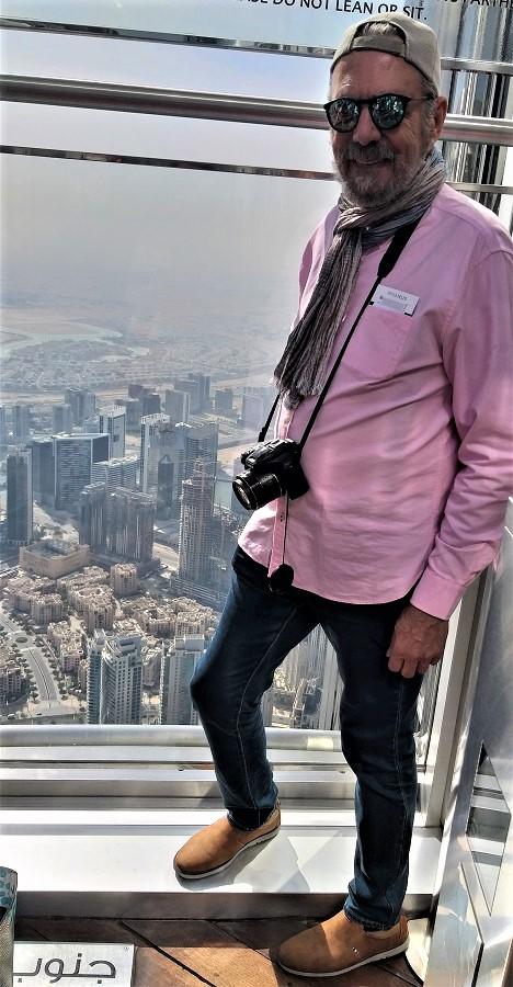 El autor, en lo alto del Burj Khalifa, el rascacielos más alto del mundo... todavía. PROPRONews