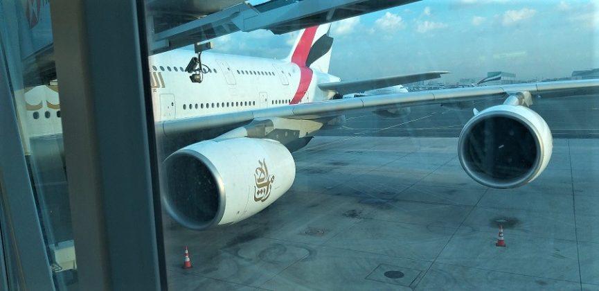 El Airbus 380-800 de Emirates, el mayor avión del mundo, listo para despegar. J.M. PAGADOR