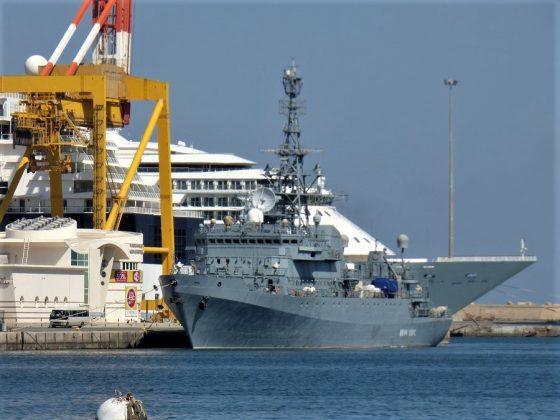La presencia naval militar es muy discreta en la región. Aquí, el puerto de Mascate. J.M. PAGADOR