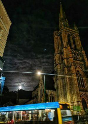 Luna sobre la ciudad. ELISA BLÁZQUEZ