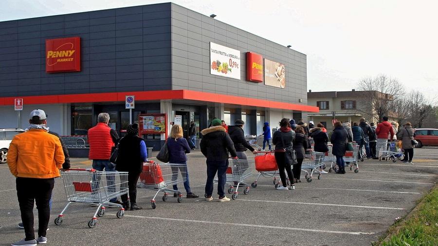 Innecesarias colas en los supermercados. RTVE