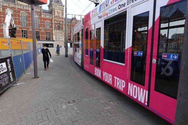 El transporte público sigue funcionando. CHEMA BUENECHEA