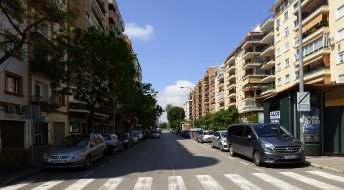 Calle de una ciudad española, con sus vecinos recluidos a causa del coronavirus. J.M. PAGADOR