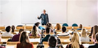 El sistema, educativo actual no ha evolucionado en los últimos siglos. RTVE