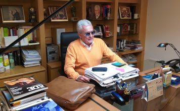 Alejandro Colubi, en su despacho del Teatro Marquina. J.M. PAGADOR