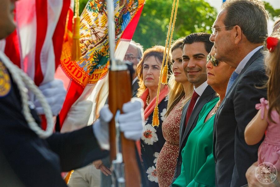 El alcalde de Miami mira a la cámara. Fue el segundo contagiado en la ciudad. MIAMI CITY HALL