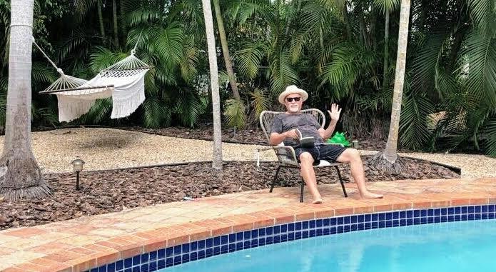 El crítico teatral, durante su confinamiento en la casa de su familia en Miami.