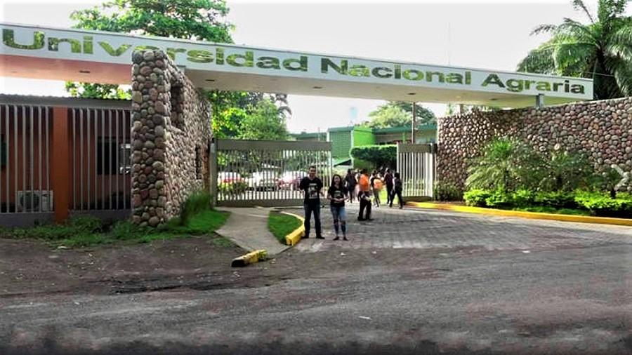 Entrada a la Universidad Nacional Agraria, de la que el señor Talavera Siles es rector emérito.