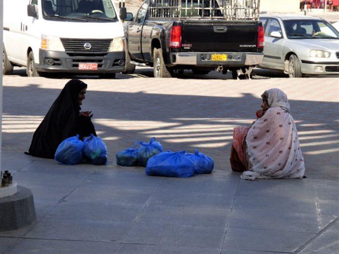 La mujer aporta mucho a la economía mundial, pero sufre más pobreza. Omán. J.M. PAGADOR