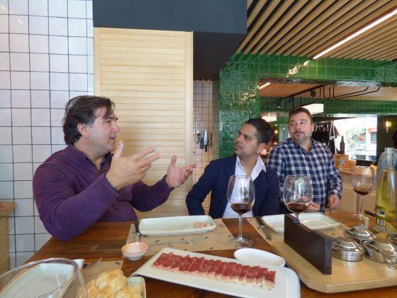 El gran experto en carnes, José Luis Hernández, dirigiendo una cata. J.M. PAGADOR