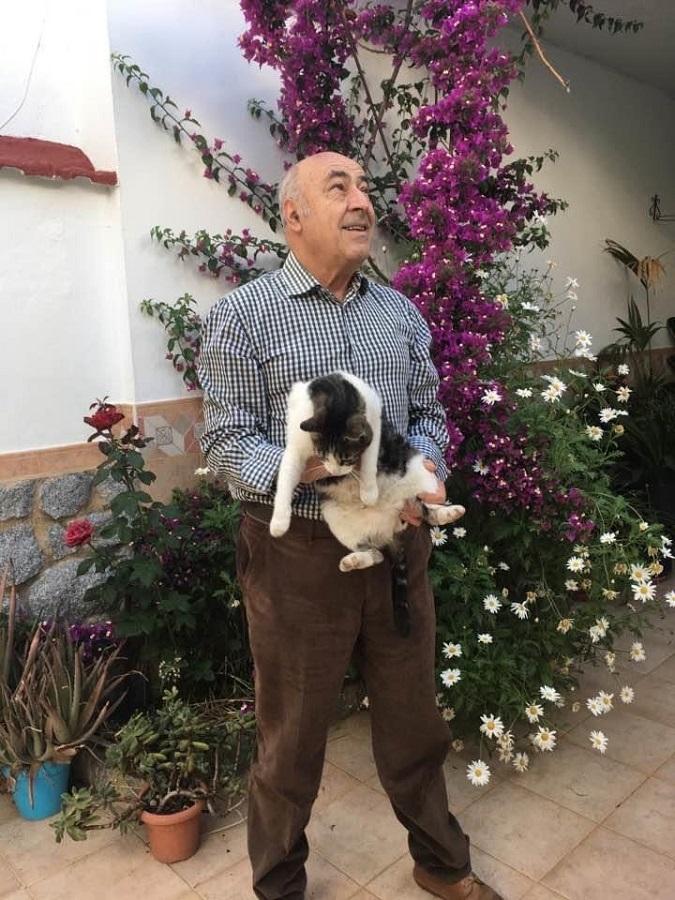 El autor, con su gato Jimy