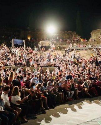 Imagen tomada por un espectador, en la que se aprecia claramente el apiñamiento del público.
