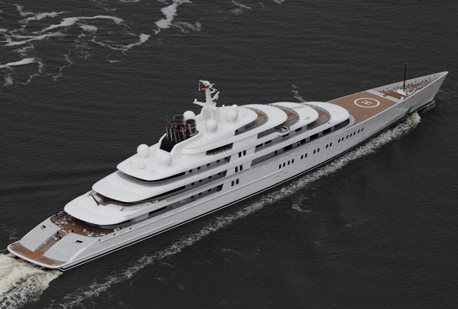 El Azzam, yate del emir de Abu Dhabi, el mayor privado del mundo.