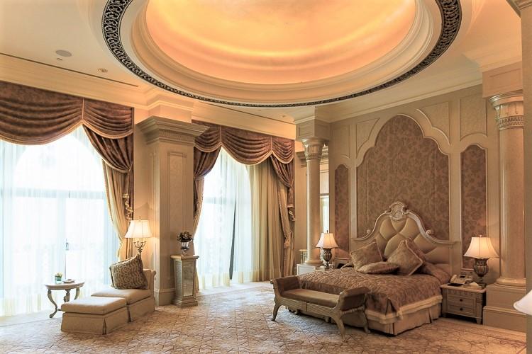 En esta suite o en otra parecida vive y duerme el rey. AROUND THE WORLD
