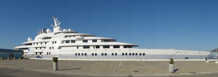 El Azzam, en el Muelle Ciudad, de Cádiz. J.M. PAGADOR.