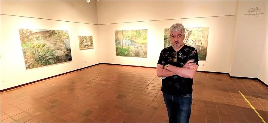 El artista, en la exposición.