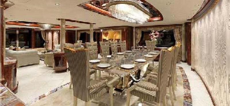 Uno de los lujosos salones del buque.