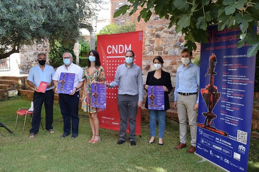 Presentación del XXII Ciclo de Música Contemporánea del Museo Vostell Malpartida en el entorno del Palacio de Carbajal de Cáceres.