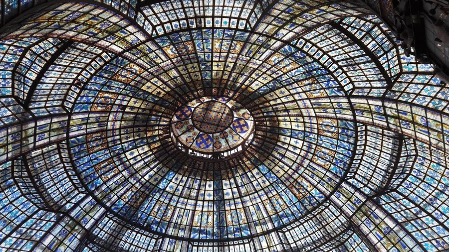 Vidrieras de unos grandes almacenes de París. ALEJO HERNÁNDEZ LAVADO