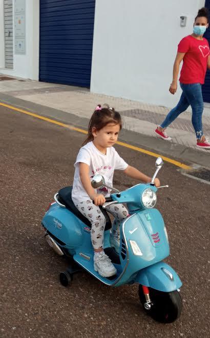 Con su moto por la calle. PROPRONEWS