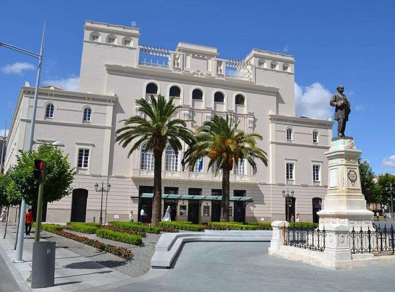 El director del Teatro López de Ayala tiene un sueldo anual que no llega a 40.000 euros. PROPRONews