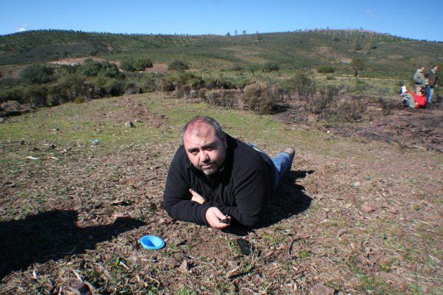 Durante la realización de un experimento de campo en un área forestal afectada por el fuego cerca de El Ronquillo (Sevilla).