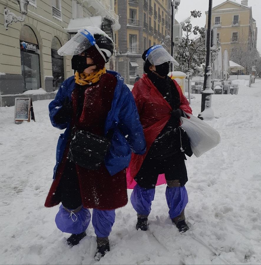 Armadas contra el virus y la nieve. ADRIÁN PAGADOR SARACHO