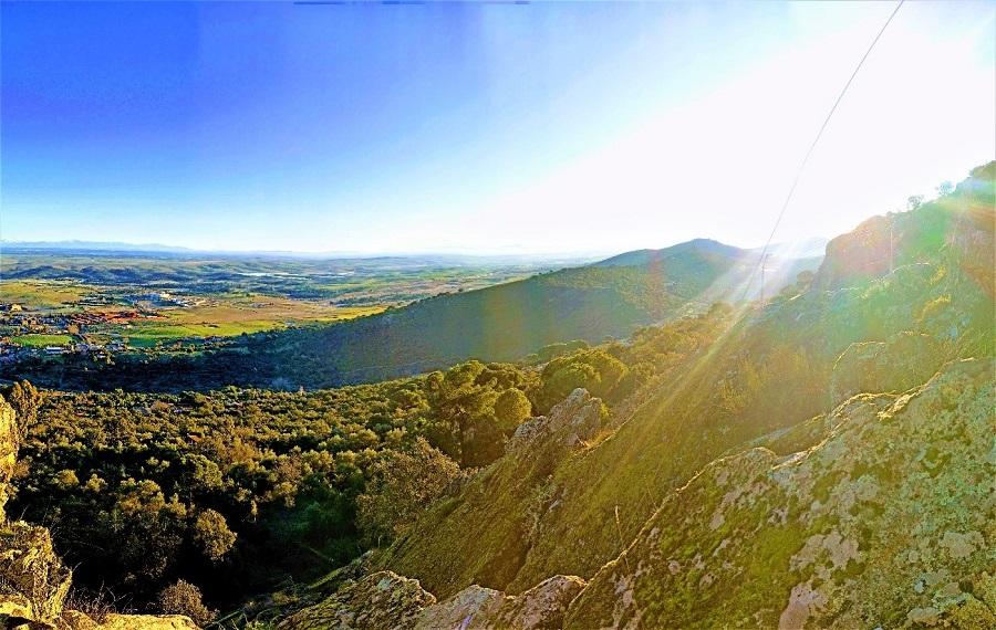 El valle de Valdeflores desde el Portanchito, en la Sierra de la Mosca (Cáceres). A. HERNÁNDEZ LAVADO