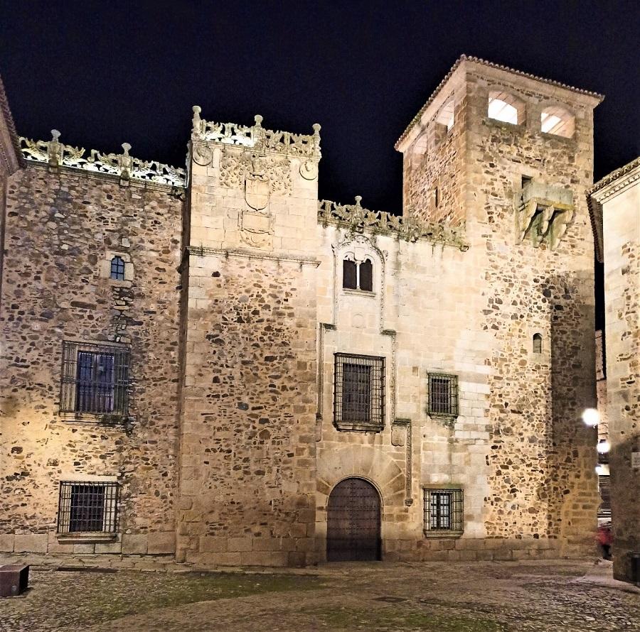 Palacio de los Golfines de Abajo. A. HERNÁNDEZ LAVADO