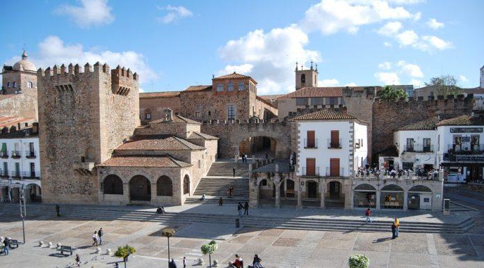 Plaza Mayor de Cáceres. Una ciudad en peligro. J.M. PAGADOR