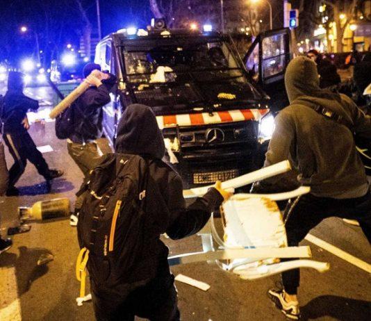 Atacar a las fuerzas del orden no es libertad de expresión, es delito. RTVE