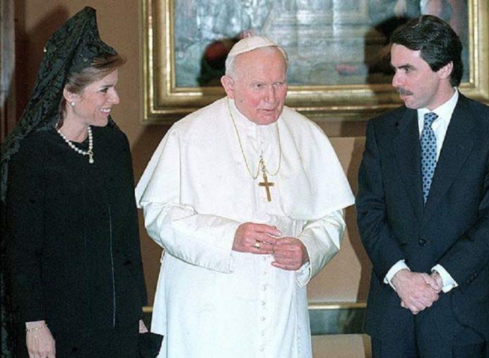 Aznar y su mujer con Juan Pablo II en 2007. SANTA SEDE