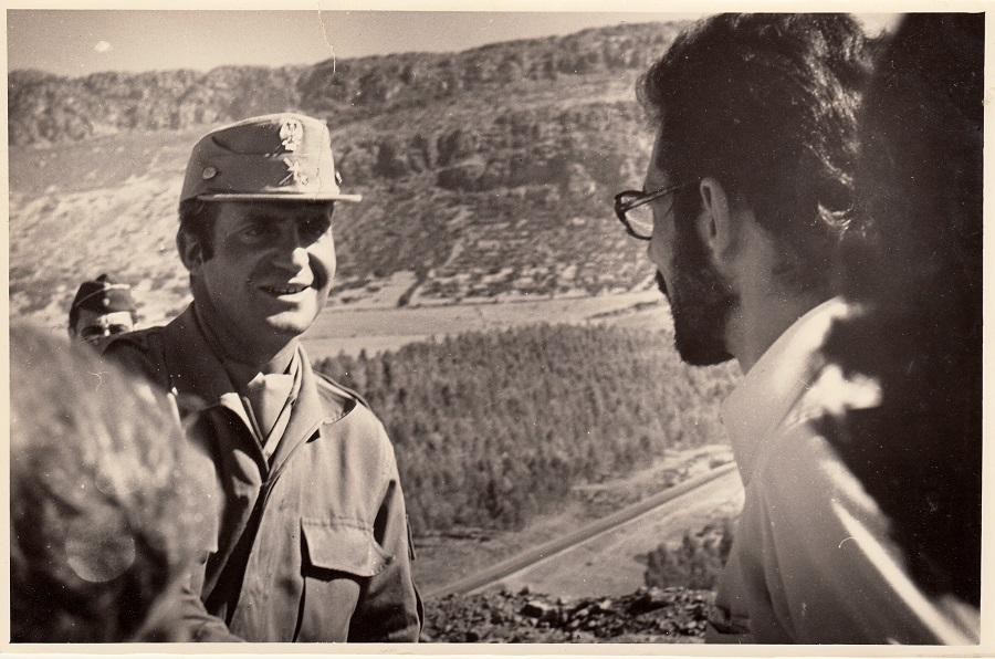 Con el rey, en unos ejercicios militares. ARCHIVO J.M. PAGADOR