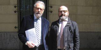 El periodista, a la izquierda, con su letrado y responsable del Departamento Jurídico de PROPRONEWS.